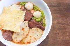 泰国面条用与菜的辣汤 图库摄影