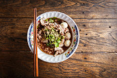 泰国面条用在桌上的汤 免版税图库摄影
