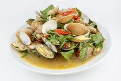 泰国食物、海浪蛤蜊混乱与辣椒酱和草本 免版税图库摄影