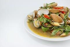 泰国食物、海浪蛤蜊混乱与辣椒酱和草本 库存照片