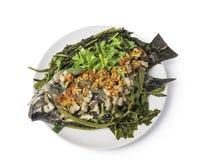 泰国食物、通入蒸汽的罗非鱼鱼和斑斑猪肉倾吐与红色 库存图片