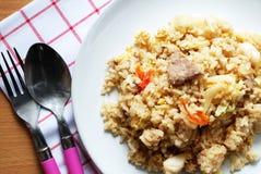 泰国食物样式猪肉用蛋炒饭 免版税库存图片