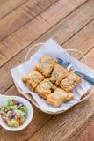 泰国食物油煎的猪肉小圆面包开胃菜,快餐,油煎了猪肉小圆面包 库存照片