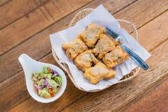 泰国食物油煎的猪肉小圆面包开胃菜,快餐,油煎了猪肉小圆面包 库存图片