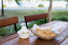 泰国食物油煎的猪肉小圆面包开胃菜,快餐,油煎了猪肉小圆面包 图库摄影