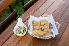 泰国食物油煎的猪肉小圆面包开胃菜,快餐,油煎了猪肉小圆面包 免版税库存照片