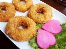 泰国食物油煎的虾蛋糕(托德Mun Kung) 免版税库存照片