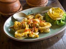 泰国食物,混乱油煎的乌贼用盐味的鸡蛋 库存图片