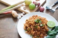泰国食物,辣传统炒饭用草本 图库摄影