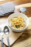 泰国食物:在小汤的油煎的面条 免版税图库摄影