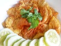 泰国食物:泰国式煎蛋卷(Khai焦) 免版税库存照片