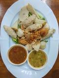 泰国食物:混合丸子供食用一个可口调味汁 图库摄影