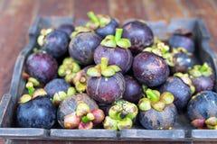 泰国,在木板材的泰国果子的新鲜的山竹果树 免版税库存图片