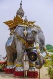 泰国,在贿赂Ruak的大象雕象 免版税库存图片