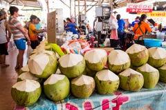 泰国,普吉岛- 2017年2月19日:新鲜的椰子在市场上 热带的果子 免版税图库摄影