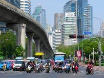 泰国,曼谷,高速公路,摩托车骑士,汽车,公共汽车, BTS Skytrain 图库摄影