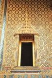 泰国,曼谷:金黄菩萨寺庙的门 免版税库存图片