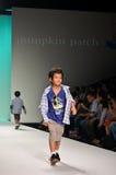 泰国,曼谷2013年10月:模型走跑道在PU 免版税库存图片
