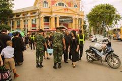 泰国,曼谷- 10月4 :两位战士给饮用水 免版税库存照片