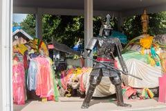 泰国, CHACHOENGSAO - 10月23日:有标枪的钢机器人 库存图片