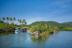 泰国, KO张 酸值张泰国热带海岛  在渔村 免版税库存图片