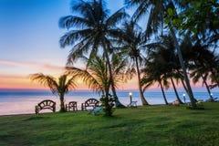 泰国, KO张 酸值张泰国热带海岛  旅馆Plaloma峭壁手段-日落 库存照片