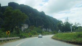 泰国, Krabi, 2015年12月1日 交通路看法风景有森林的 免版税库存照片
