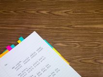 泰国;学会在笔记本的新的语言文字词 免版税库存图片