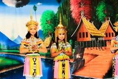 泰国- 11月6 :小组妇女展示manora舞蹈 免版税库存照片