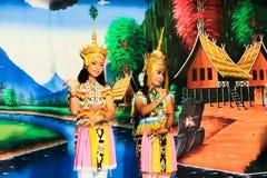 泰国- 11月6 :小组妇女展示manora舞蹈 库存图片
