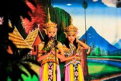 泰国- 11月6 :小组妇女展示manora舞蹈 图库摄影