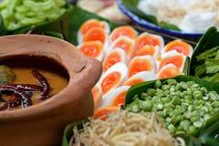 泰国细面条吃用咖喱 免版税图库摄影