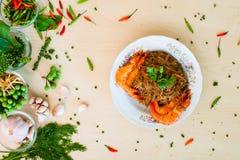 泰国细面条和虾烘烤 图库摄影