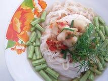 泰国细面条盘用鱼辣汤 免版税库存照片