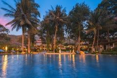 泰国 Ko张 旅馆张Buri在日落的手段水池 免版税图库摄影