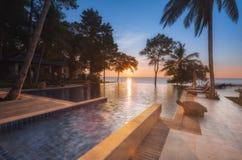 泰国 Ko张 旅馆张Buri在水池的手段日落 库存照片