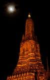 泰国stupa在晚上 库存照片