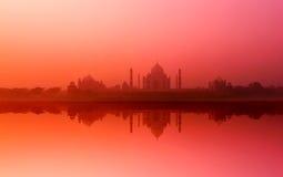 泰姬陵宫殿在印度。印地安寺庙泰姬陵日落 免版税图库摄影