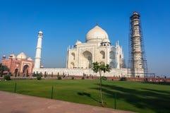 泰姬陵是一个象牙白的大理石陵墓在Yamuna河的南岸在阿格拉印度城市, 免版税库存照片