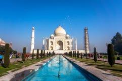 泰姬陵是一个象牙白的大理石陵墓在Yamuna河的南岸在阿格拉印度城市, 免版税库存图片