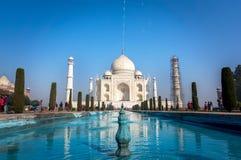 泰姬陵是一个象牙白的大理石陵墓在Yamuna河的南岸在阿格拉印度城市, 库存图片