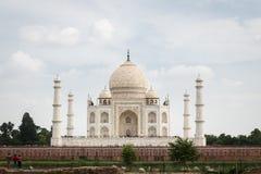 泰姬陵的看法从Mehtab Bagh的从事园艺 库存图片