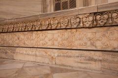 从泰姬陵的被雕刻的大理石面板在阿格拉印度 免版税库存照片