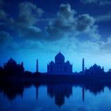 泰姬陵阿格拉印度在夜 免版税图库摄影
