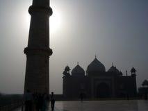 泰姬陵Minarrate和清真寺看法在阿格拉,印度,亚洲 免版税库存图片