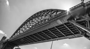 泰恩河桥梁从下面 免版税库存图片