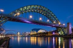 泰恩河桥梁在晚上 免版税库存图片