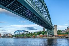 泰恩河河上的桥在新堡 库存图片