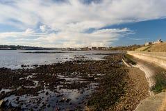 泰恩河从连续云彩的tynemouth、流出和水反射, Tynemouth,英国观看了 免版税库存照片