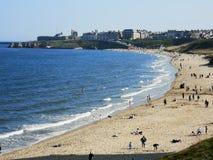 泰恩茅斯longsands海滩夏天 免版税库存照片